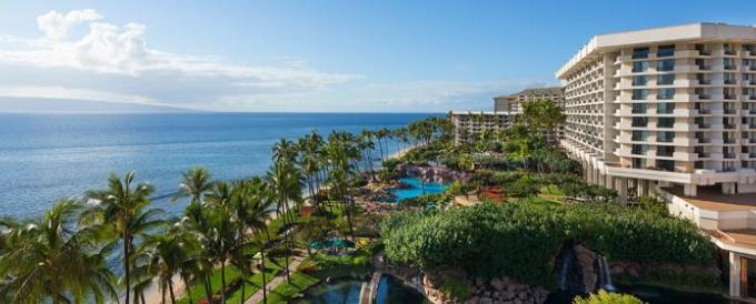 Hawaiian luxury resorts maui and big island luxury golf for Best luxury hotels in maui